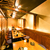 団体様必見!8名様用の広々個室席です。大人数でのご宴会、同窓会など幅広い人数に対応したシーン別に活用可能なプライベート個室空間になります。各種ご宴会・二次会などにオススメです!