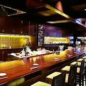 目の前で調理の様子が楽しめるカウンター席は常連さんに人気です。一人でも良いですし、デートなどにもオススメです。