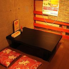 禁煙ゾーンとして、小上がりのお座敷半個室スペースの中の一卓