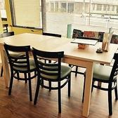宴会でも大活躍の6人掛けテーブルです。ママ会、女子会にご利用ください。子供用の椅子あります。