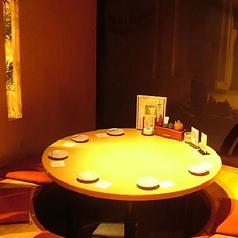仲間と親睦を深められる人気の円卓式掘りごたつ個室!