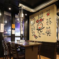 6名様掛けのテーブル席。柔らかな間接照明の中、落ち着いてお食事をお楽しみ頂けます!
