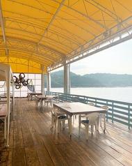◆オープンテラス◆間近に海を眺めながら、ゆっくりと流れる時間と美味しいお食事を楽しめるオープンテラス席。ペットとのお食事も楽しめます♪わんちゃん用ご飯もございます♪わんちゃんをつれてこられる際は、予約時にお知らせください!