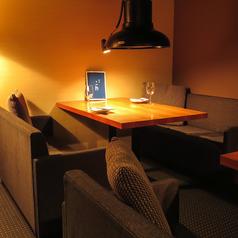 普段の食事やちょっとした記念日にもおすすめの2名席。デートや夫婦の記念日でのディナーにおススメのお席です!