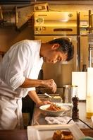 武澤シェフのこだわりの料理とお酒を堪能ください。