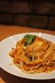 料理メニュー写真町村農場産モッツアレラチーズとトマトのパスタ(平麺)