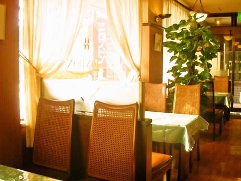 料理はもちろん、ソースやルーに至るまで手作りにこだわった老舗洋食レストラン。