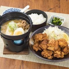 料理メニュー写真鶏の唐揚げ10個と肉豆腐セット/チキン南蛮と水餃子セット