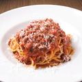 料理メニュー写真牛肉と赤ワインのラグーソースの生パスタ