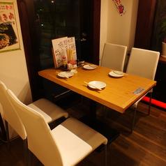 2~4名様用のテーブルです。女子会や会社宴会、デートにもどうぞ!もちろんテーブルをつなげればそれ以上の人数で利用可能です。