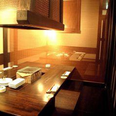 囲炉裏をイメージしたテーブル席の個室♪
