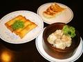 料理メニュー写真自家製焼ぎょうざ(5個)/自家製肉のしゅうまい(4個)