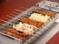 目の前でクルクル回る串!程良く焼け、焦がしてしまうことも少なくお好みの焼き加減で召し上がって頂けます。秘伝のタレやスパイスに漬け込んだお肉は臭みも無くやららかジューシー!