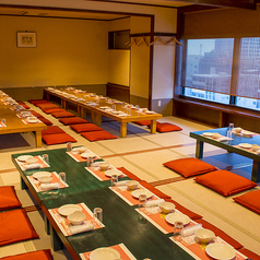宴会場座敷席。最大70名様ご利用可能です。個室席にもなっております。また席は12名様、20名様、28名様、35名様、45名様など人数に応じても席がご利用できます。