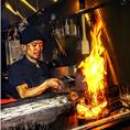 炭の香りを残しつつ豪快な炎を上げて焼き上げる、炙り炭火焼きは必食