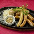 料理メニュー写真5種のソーセージ盛り合わせ
