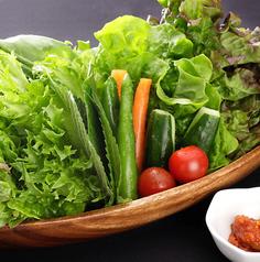 料理メニュー写真包み野菜のサンチュセット(ネギムチム付)