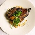 料理メニュー写真ぶりカマの赤ワイン煮-マルサラソースとマスタードで-