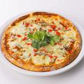 料理メニュー写真シラスとトビッコのピザ