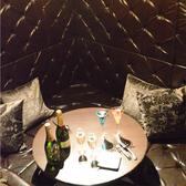 高級感あふれる、全面革張りの特別個室。(お席料:@300)