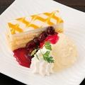 料理メニュー写真マンゴーケーキとバニラアイス