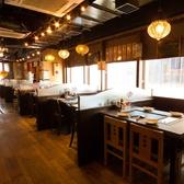 【モダンな造り】店内は昭和な雰囲気を感じさせる居心地の良い空間です。