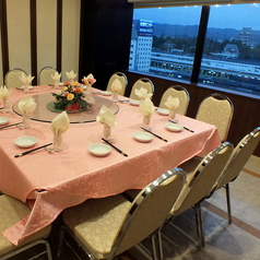 周りの視線を気にせず過ごせる個室は5名様~20名様までご案内可能です。接待やプライベートなお食事会など、各種ご宴会のご予約承り中!5名様以下の場合でも対応可能です。お気軽にご相談下さいませ。