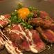 ローストビーフと牛カツが一度に味わえる「肉盛丼」!!