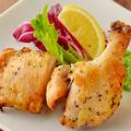 料理メニュー写真国産若鶏のロティサリーチキン 香草風味orスパイシー