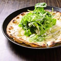 葉野菜と釜揚げしらすのピッツァ