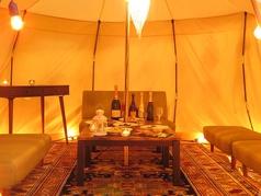テントサイズ(中)。テントサイズ(中)。5名~8名までOKのテント。中はソファー席の空間です。1時間1組+1000円ですおこもり感のあるテントにはカラフルなソファーをご用意♪お子様連れのお客様からもご好評いただいております!