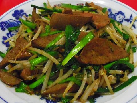 創業50年、地元に親しまれる昔ながらの中華料理屋。家族連れから一人利用まで歓迎。