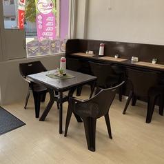 【テーブル席】2~4名様用のお席。店内でもお愉しみ頂けます。※席のみ予約できます!