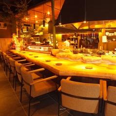 デートにも◎広いカウンターは2人分お料理もゆったり並びます。ソファ座椅子で落ち着いた時間を…