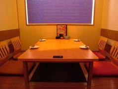 少人数から使える個室完備♪ゆったり足を伸ばせる掘りごたつ席もあるので年配の方でも快適です!!