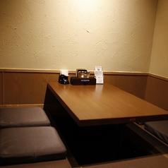 【2階お座敷個室席】2階建ての当店には大小様々な個室を御用意しております。同窓会・会社会食などの気の合う仲間とのお集まりにいかがですか?様々なシーンのご会食、お食事会に対応させて頂きますので、お気軽にお問い合わせ下さい。広瀬通駅、勾当台公園駅から徒歩5分の徳茂で、楽しいひと時をお過ごしください♪