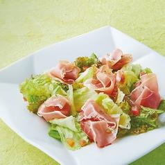 生ハムと野菜のサラダ