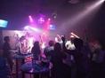 【カラオケエリア】生バンドカラオケを歌いながら、他のお客様とも仲良くなっちゃおう!