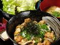 【ランチ・焼き鳥丼定食550円】⇒≪焼き鳥丼・ミニサラダ・みそ汁・つけもの≫