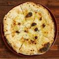 料理メニュー写真4種チーズのクワトロピッツァ
