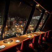 夜景の見えるカウンターテーブル席