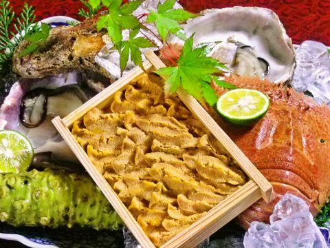 四季折々の新鮮な魚貝類と、女将と語らう愉しさを味わえるお店。