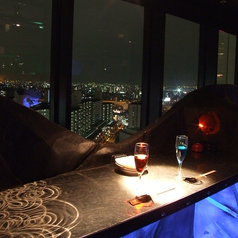 デートにぴったり!!夜景の見えるカップルシート♪