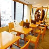 2名様×5テーブル。アレンジできます。大人数でのご予約も可能です。お気軽にお問い合わせください。