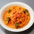 料理メニュー写真ずわい蟹とブロッコリーのトマトクリームリングイネ