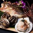 魚介は北海道・岩手三陸産。その日の朝に水揚げされたものが夕方迄にお店に届き、テーブルに並びます。
