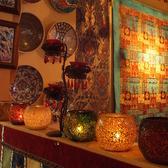 テーブル席の横にある棚にはトルコならではの伝統的オブジェでお出迎え♪欲しい方は是非スタッフまでお問い合わせ下さい★