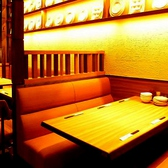 会社帰りにワイワイお酒を飲みたい気分の時はこんなテーブル席はいかがですか?楽しい雰囲気を店内にいる皆様で共有していただけます◎※写真は系列店