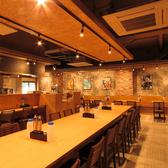 店内は全51席。アットホームな空間が広がっております。ご友人やご家族様でのお食事にぜひご利用ください。