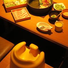 お子様用の椅子・取り皿・コップご用意あります。お子様連れのお客様も、安心してお楽しみいただきます。